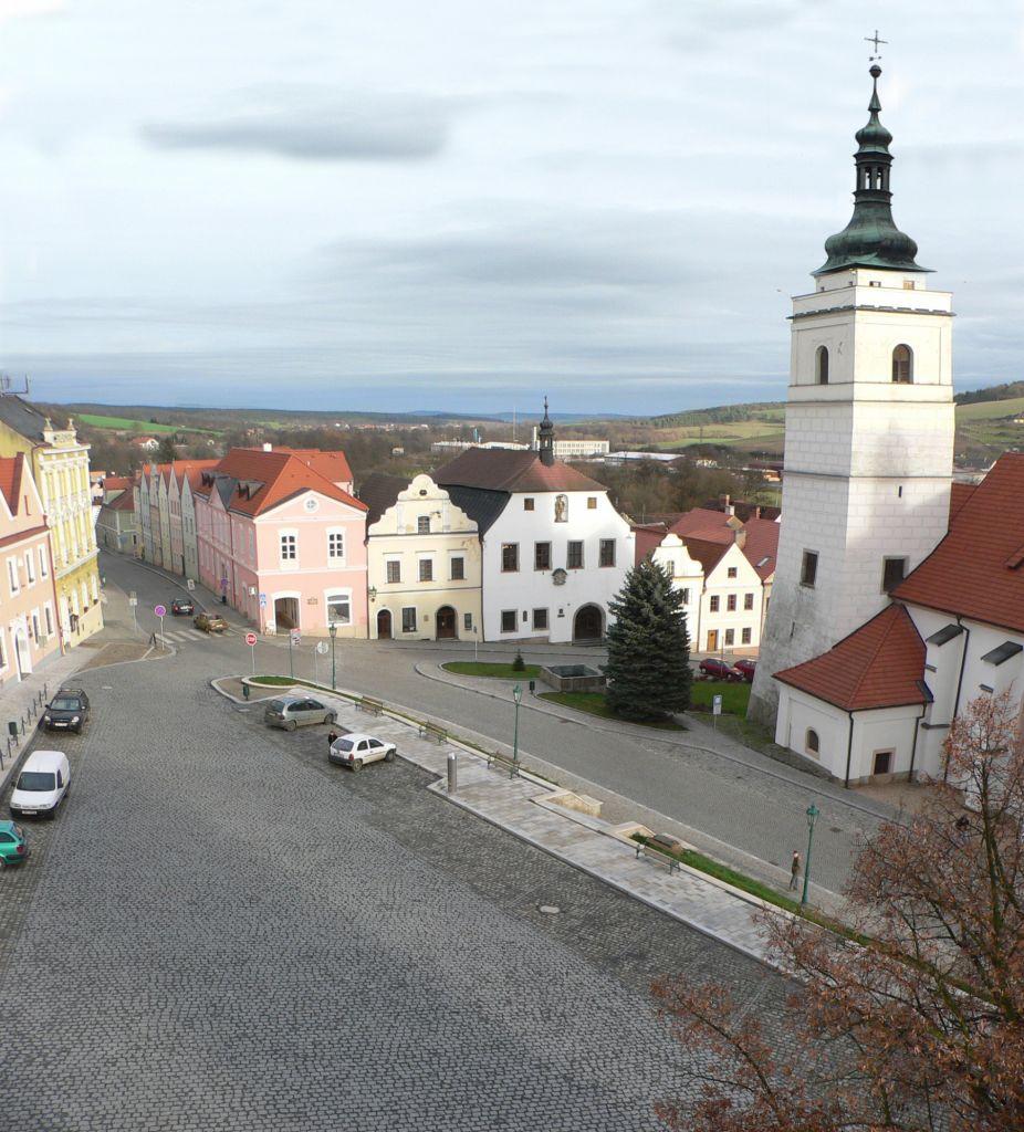 Letecký pohled na horní část náměstí